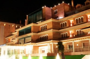 http://oferplan-imagenes.elnortedecastilla.es/sized/images/hotel_granada_1_thumb_1429877434-300x196.jpg
